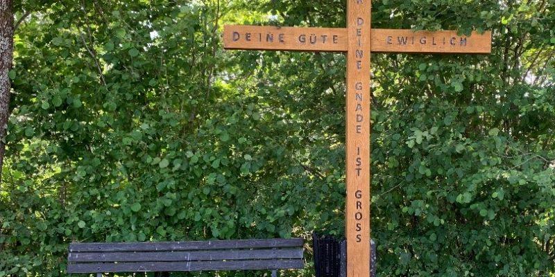 Neues Wegekreuz am Höwelsberger Weg